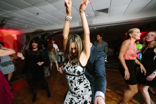 LaurenRobWedd-hotchick-dancing2